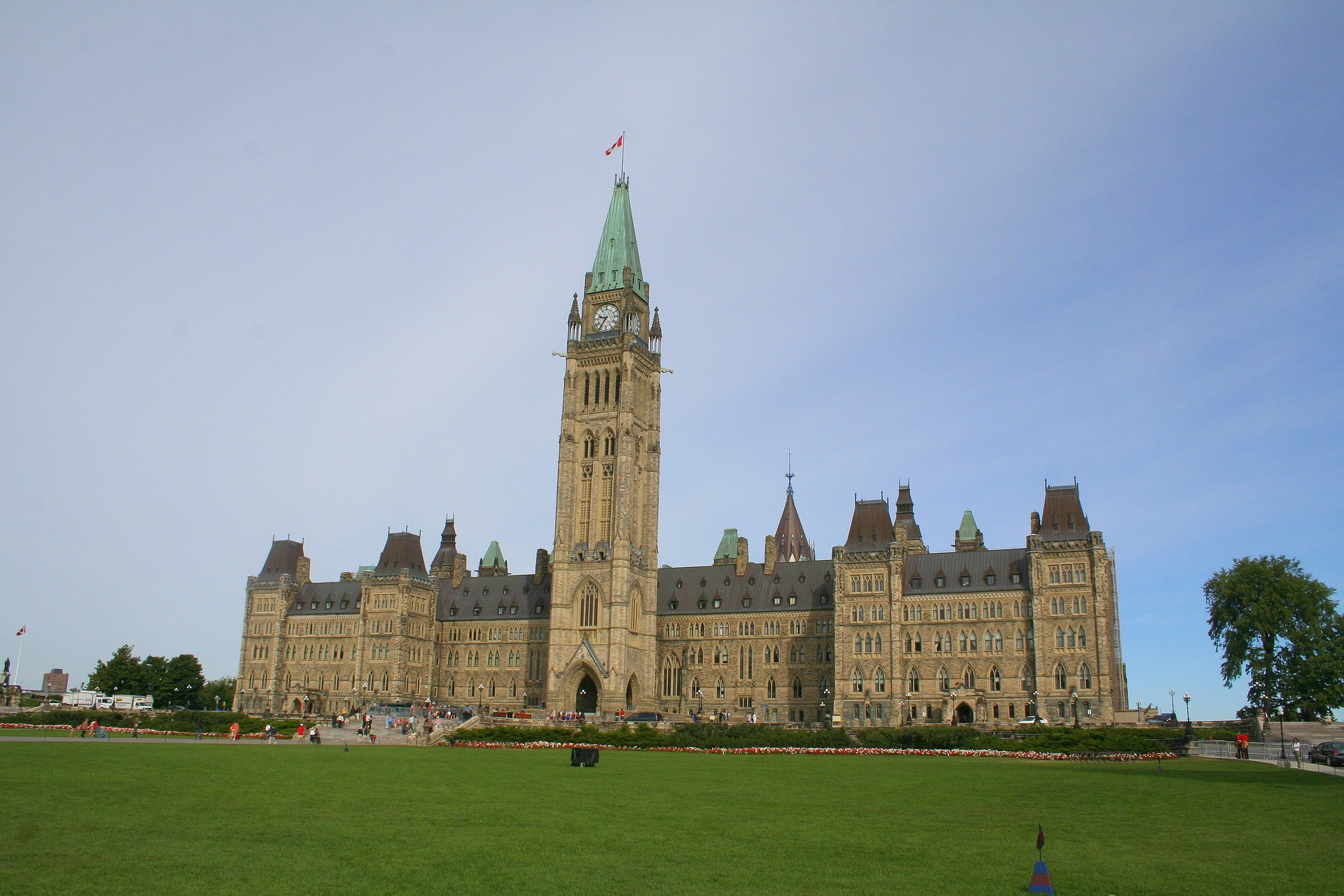 Canadian deficit to hit 254 bln Dollars this year: minister